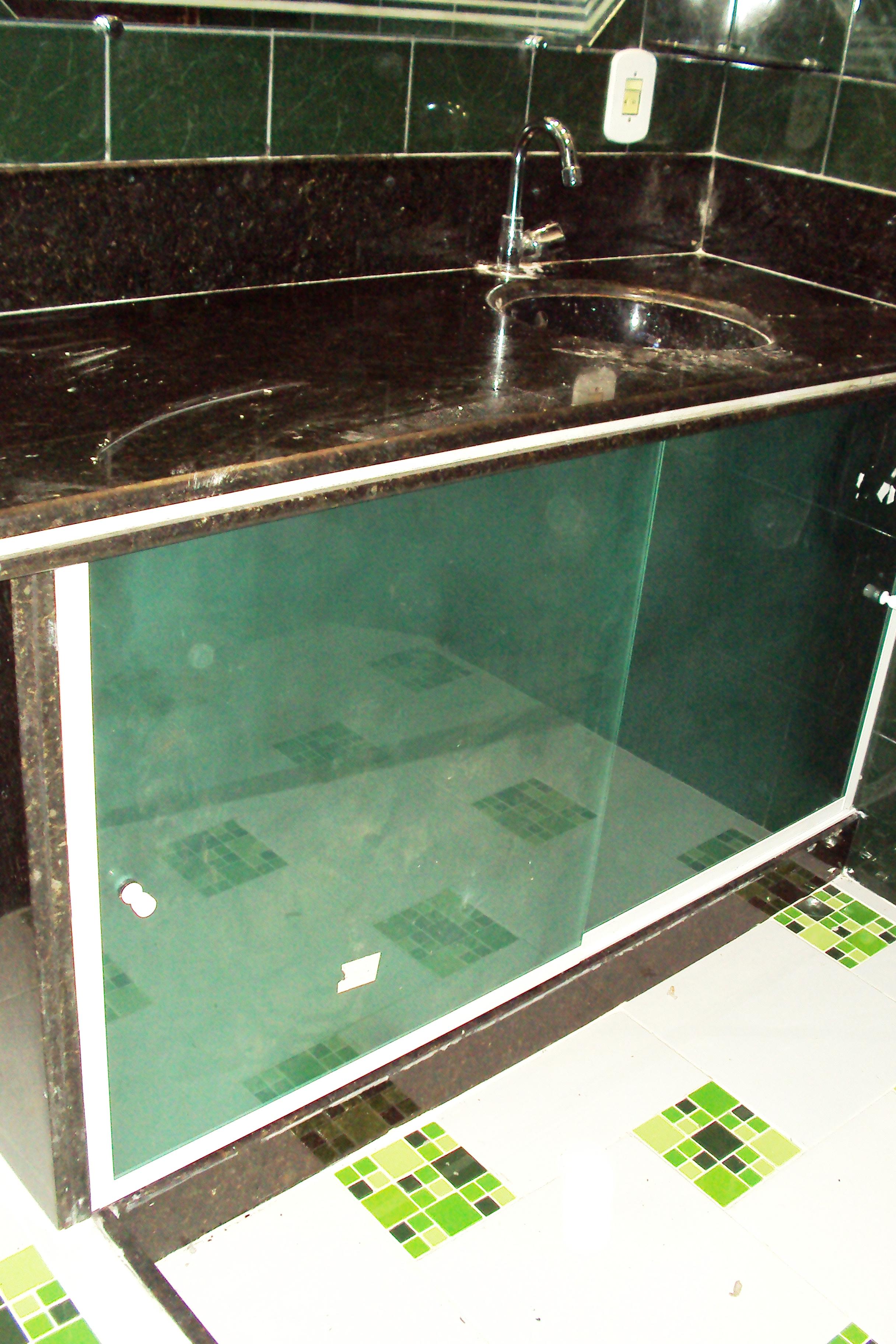 armario de pia em blindex armario em blindex armario de pia em blindex #6FAA21 2432x3648 Armario Para Banheiro De Blindex