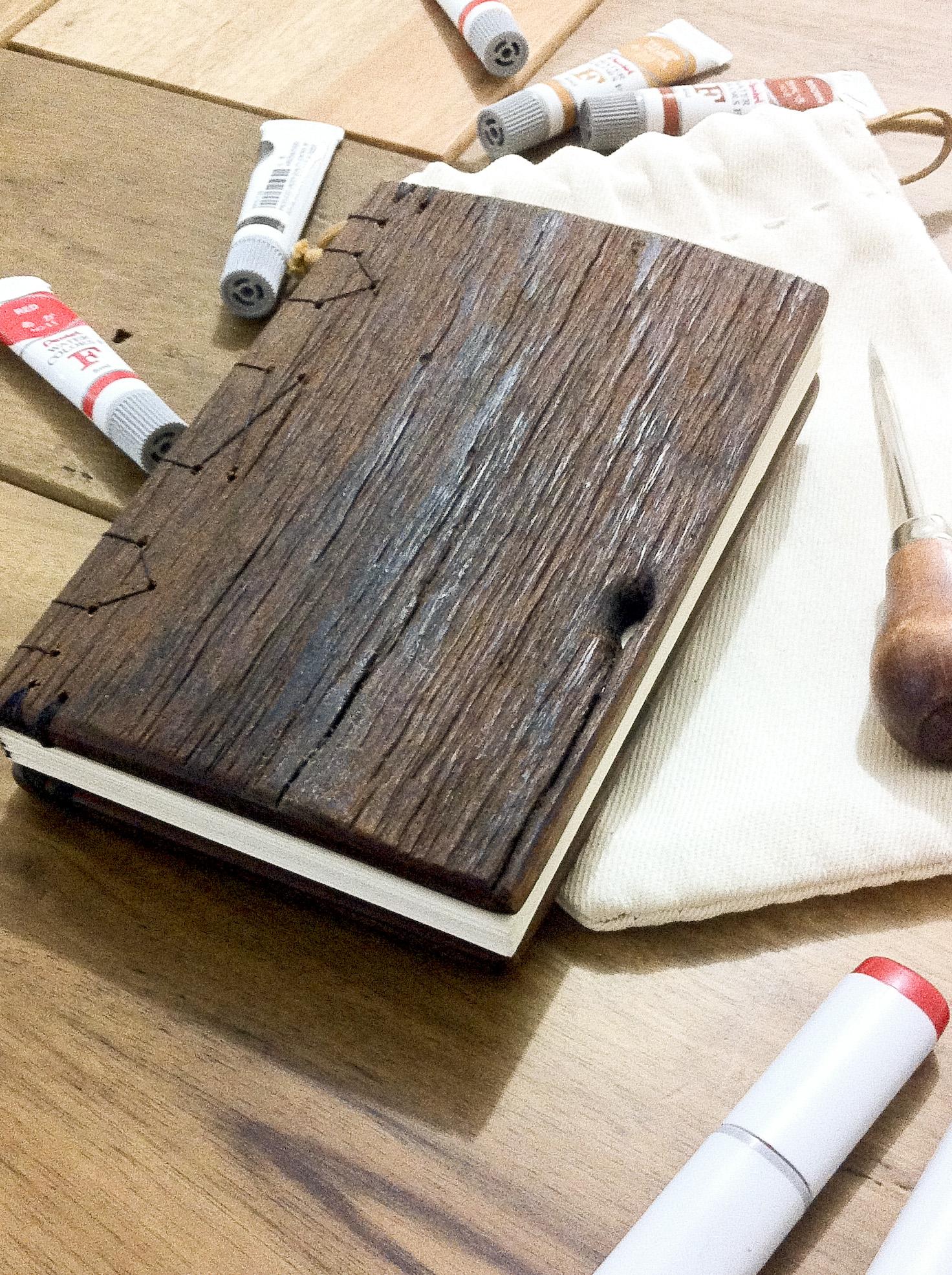 woodbook caderno com capa de madeira madeira #9E2D2D 1472x1971