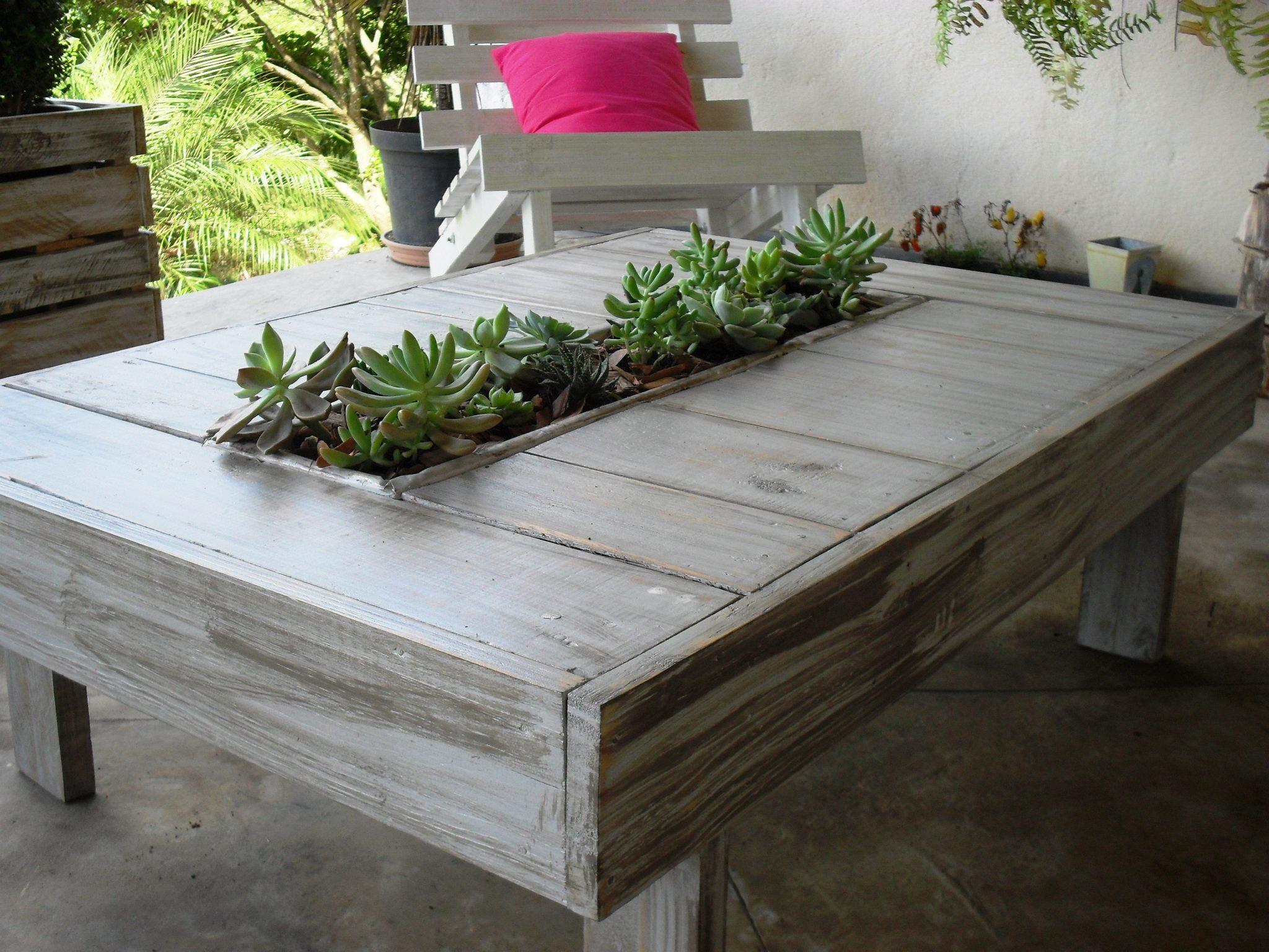 Mesa de Pallets com floreira para sucule Decor & Pallets Elo7 #AA215C 2048x1536