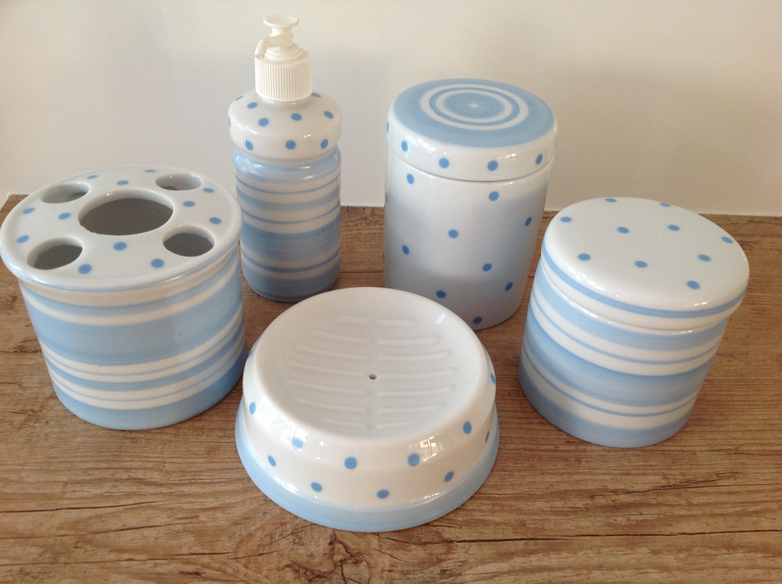 kit banheiro listras e poa azul kit potes banheiro porcelana  #6F4932 2592 1936