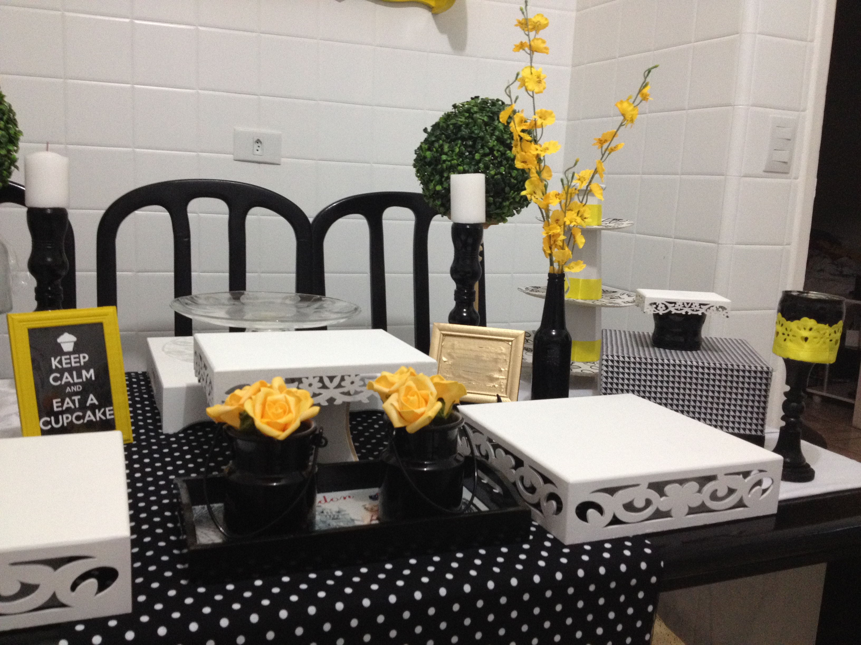 decoracao amarelo branco e preto