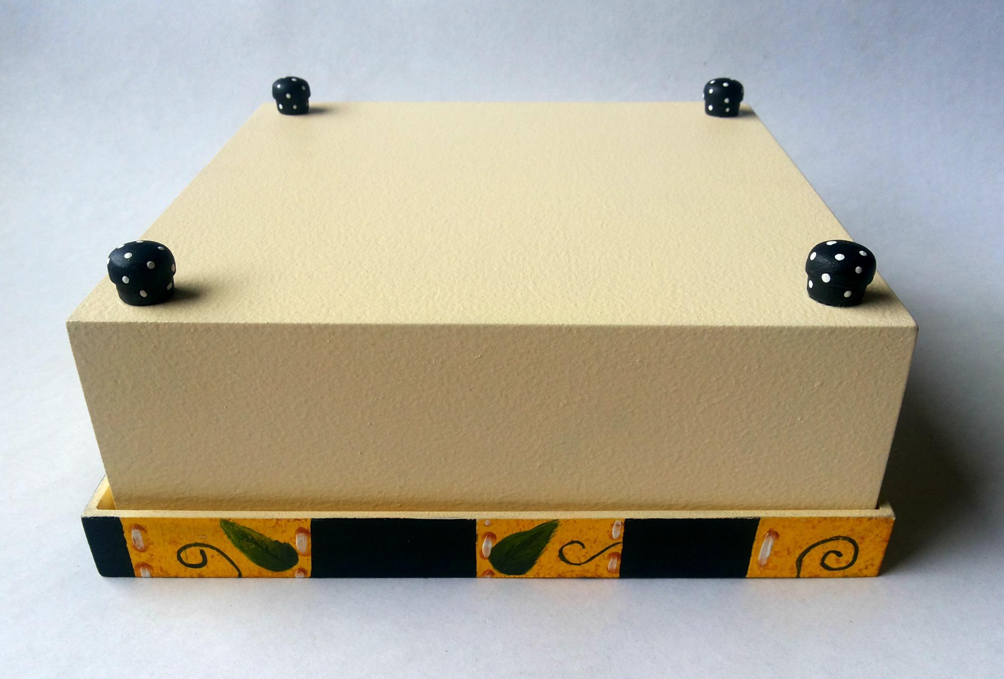 caixa de madeira com pintura decorativa caixa pintada caixa de #B37006 2000x1352