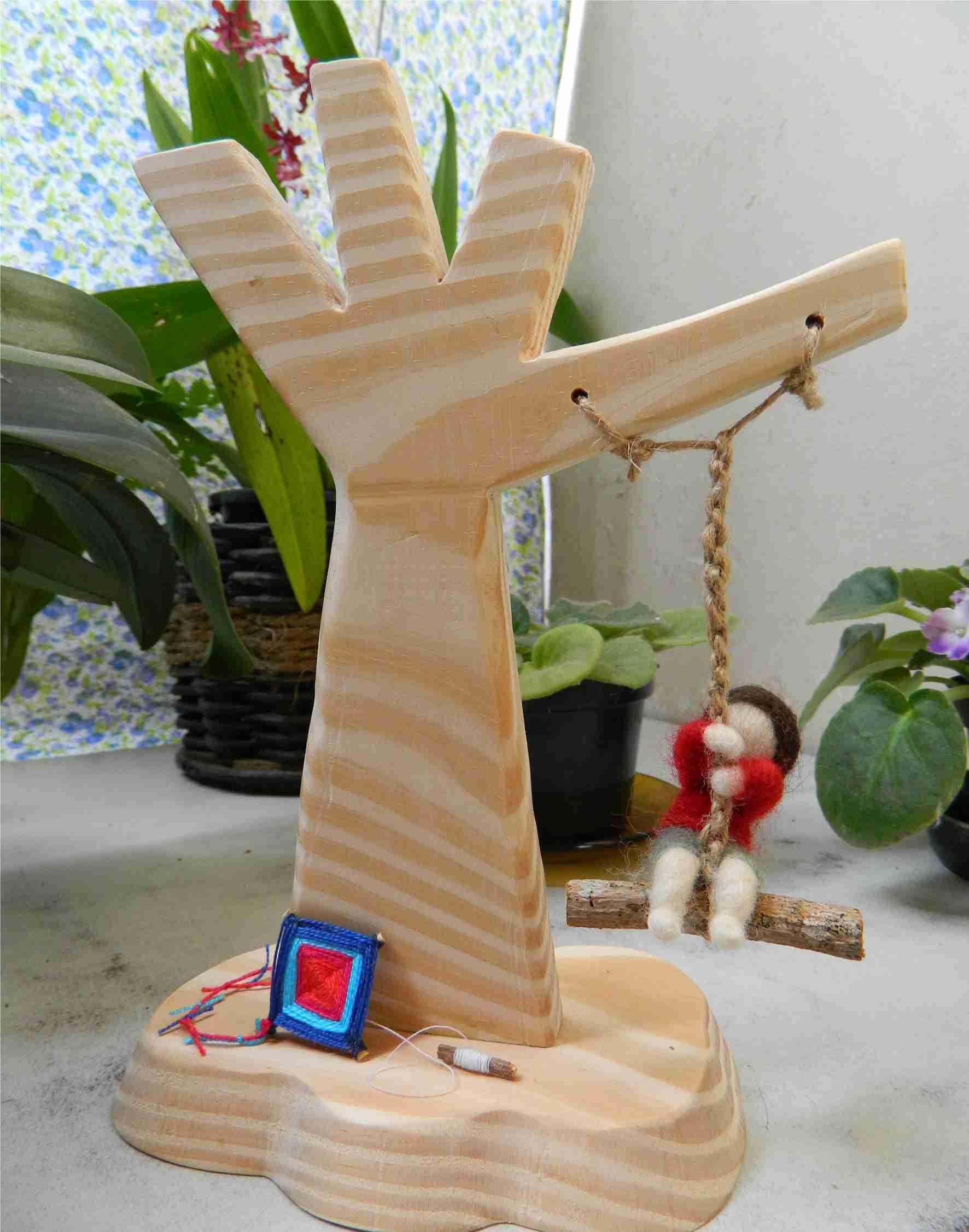 crianca na balanca la merino arvore em madeira c crianca na balanca  #233B7B 1772x2252 Balança De Banheiro Frete Grátis