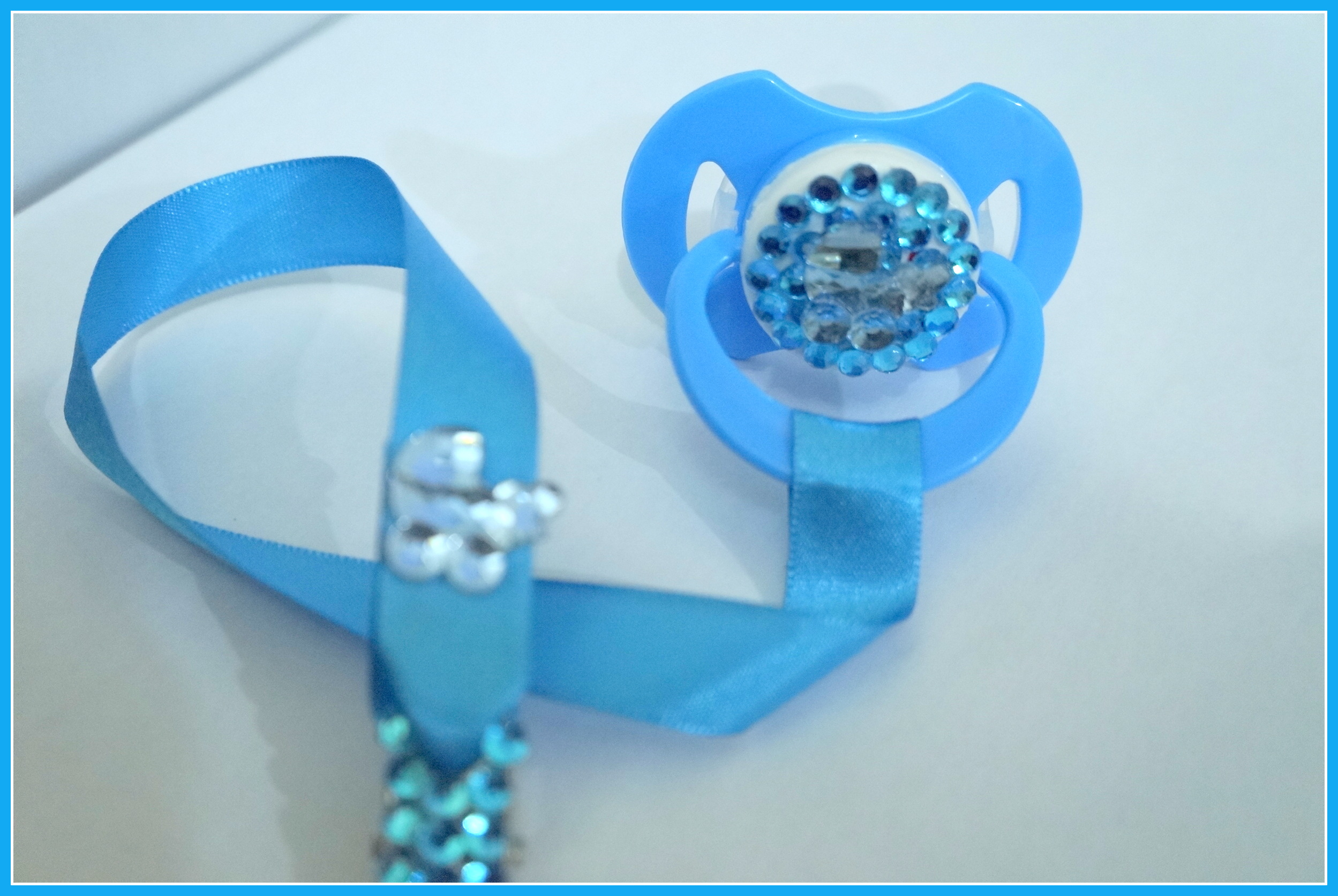 chupetas e acessorios de luxo bebe chupetas e acessorios de luxo  #0C7BBF 2498x1674 Acessorios Para Banheiro De Luxo
