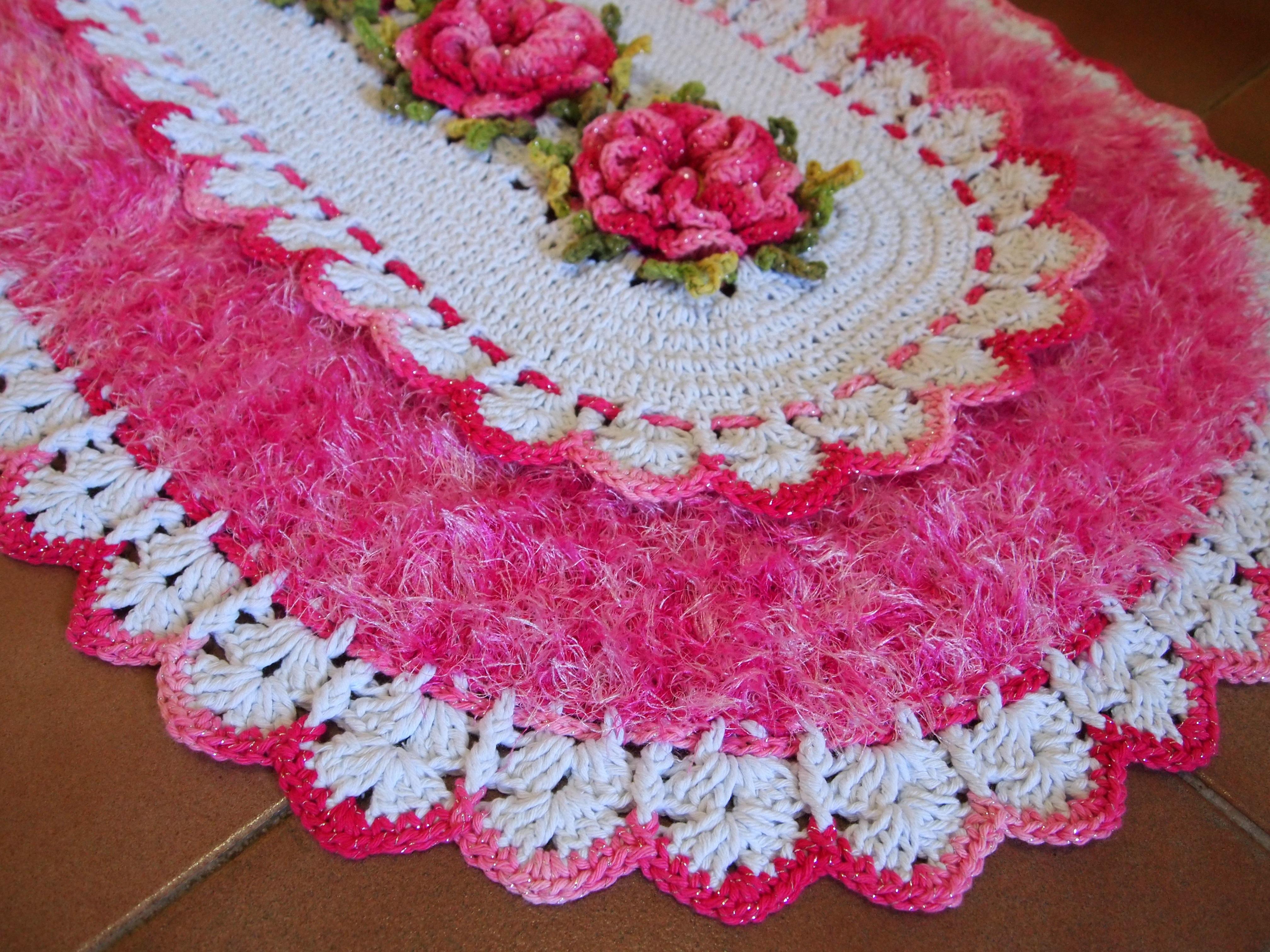 tapete-oval-branco-e-rosa-tapete-croche