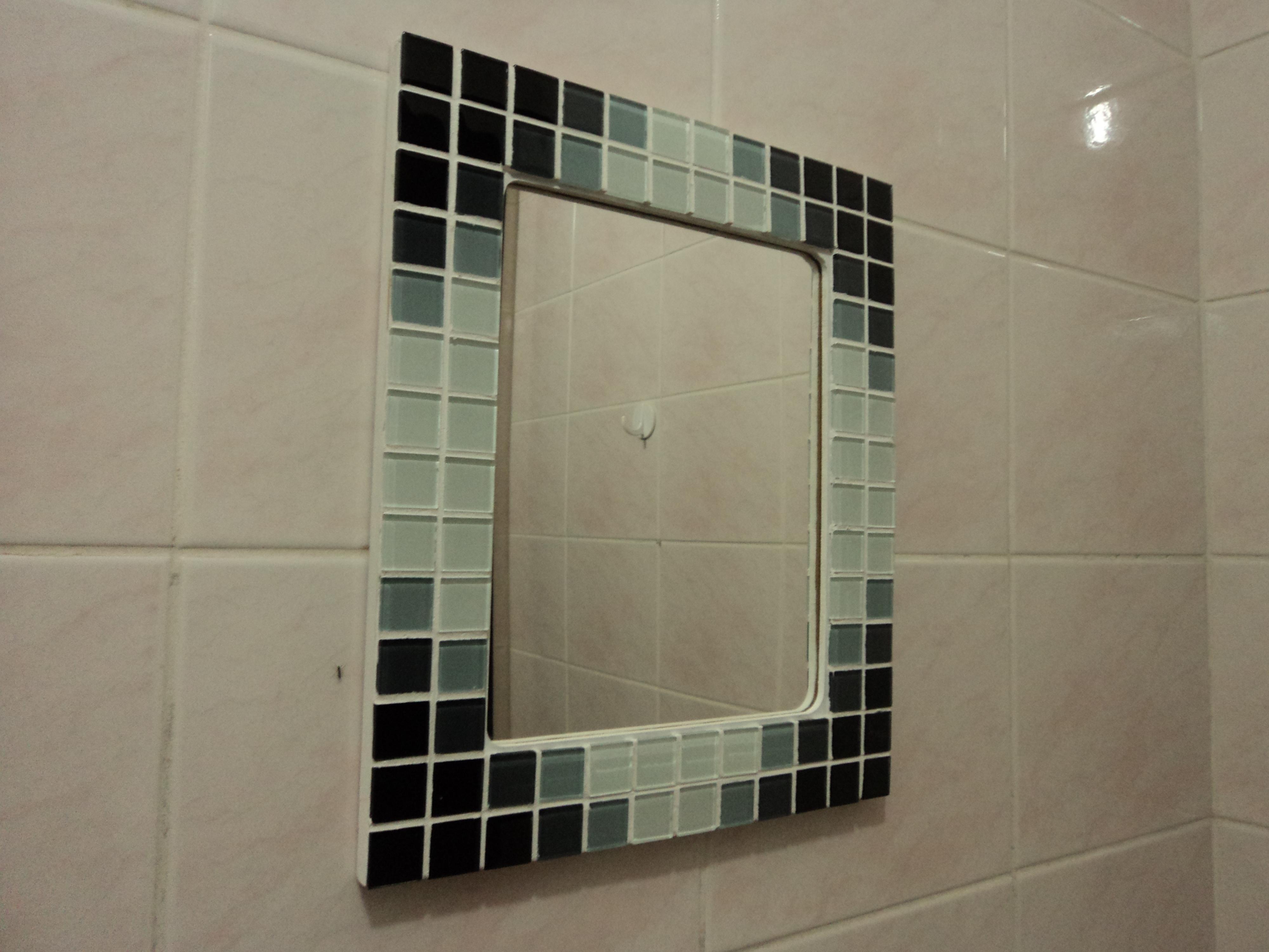 espelho com moldura em mosaico gelatti pastilha de vidro espelho #594F3C 4000x3000 Banheiro Com Pastilha Espelho
