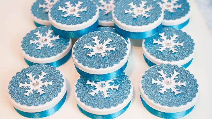 Adesivo Símbolo Da Paz Branco 20 Cm No Elo7: Latinha Frozen - Com Relevo E Glitter