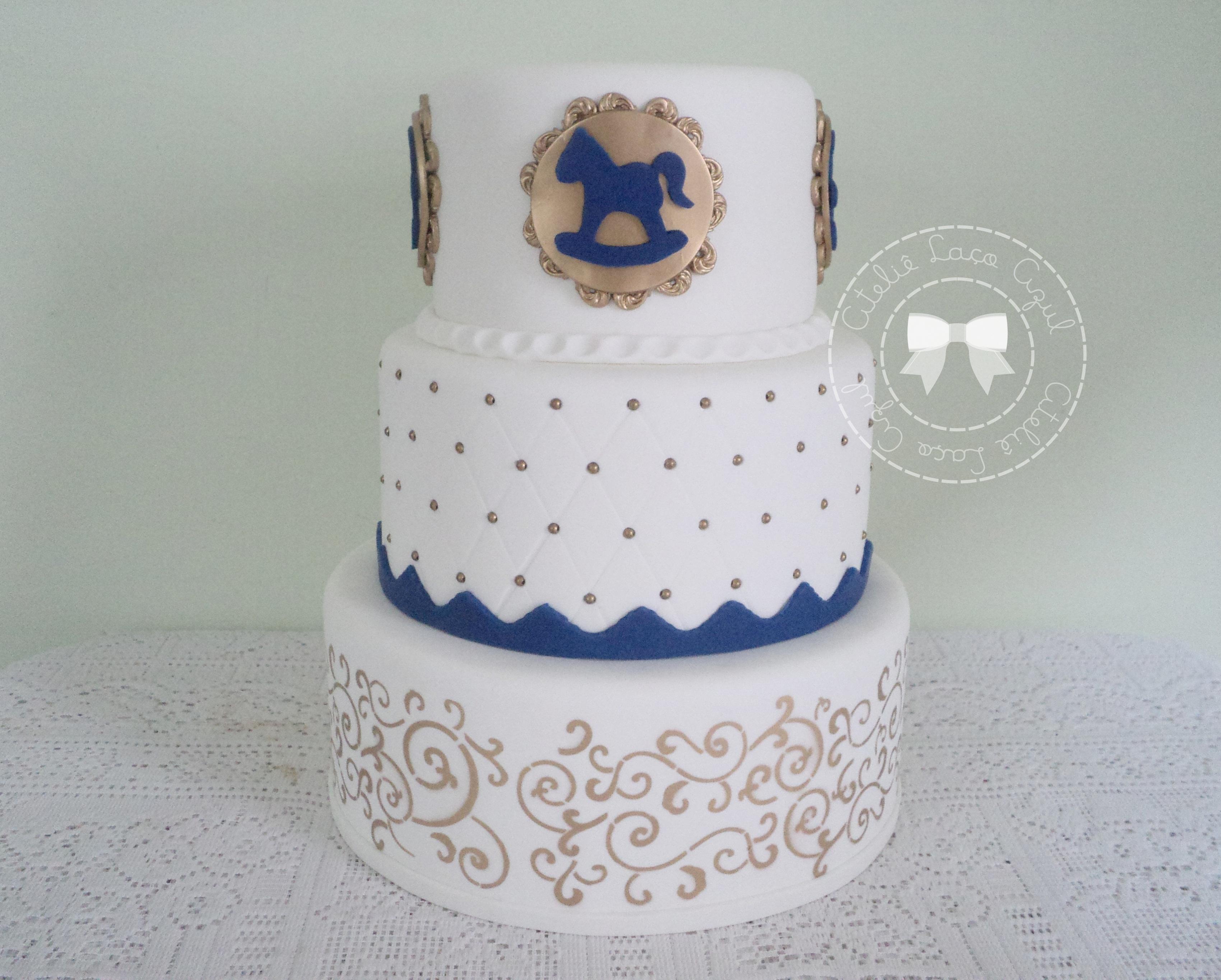 bolo-brinquedos-antigos-3-andares-bolo-branco-dourado-e-azul-marinho