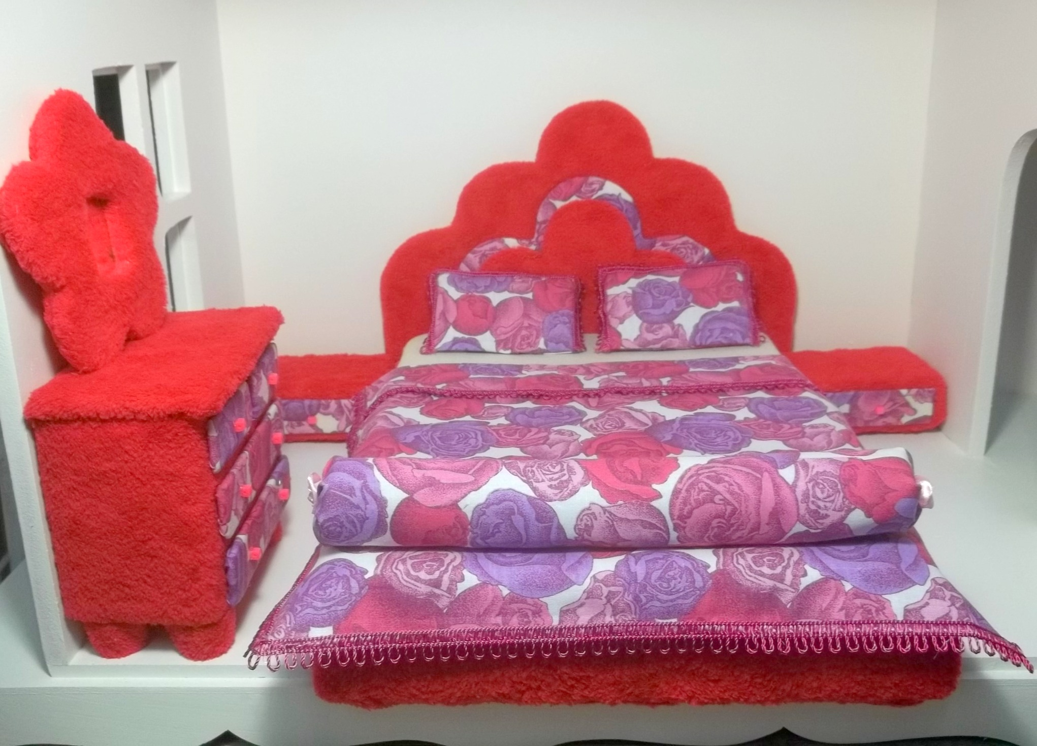 quarto p barbie monster high e frozen adriana pantoja ateli elo7. Black Bedroom Furniture Sets. Home Design Ideas