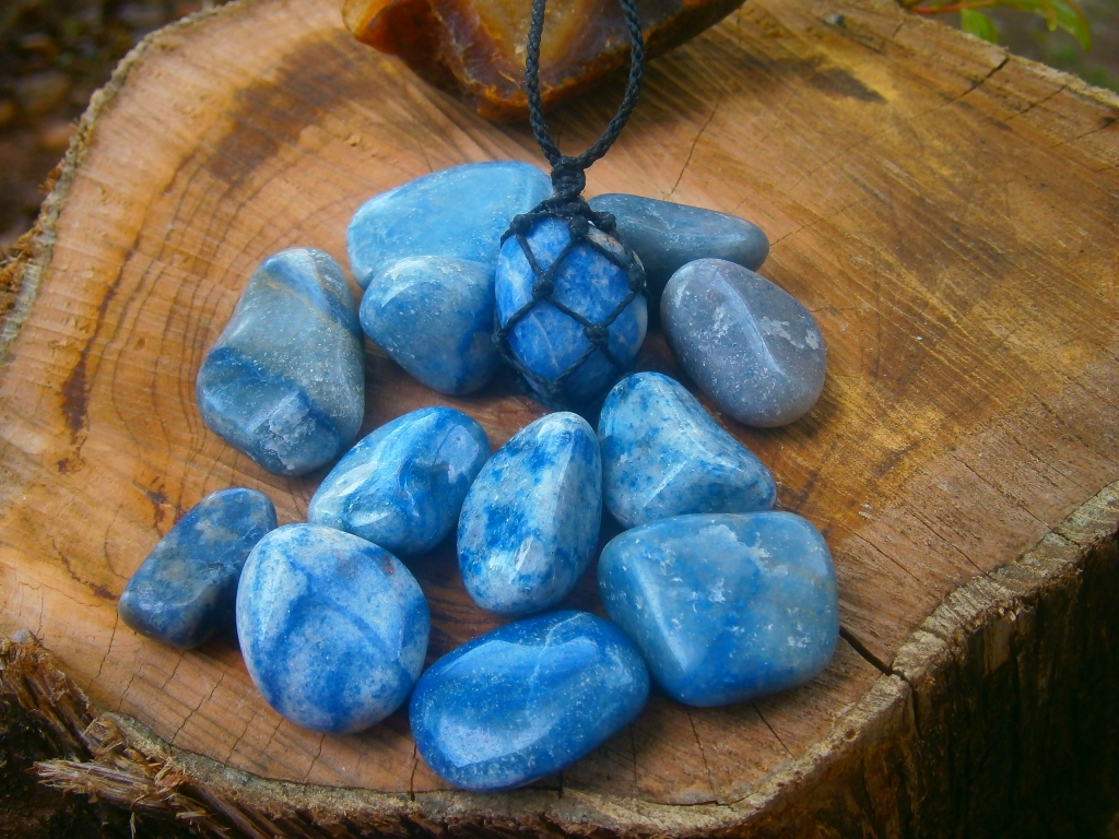 Resultado de imagem para quartzo azul