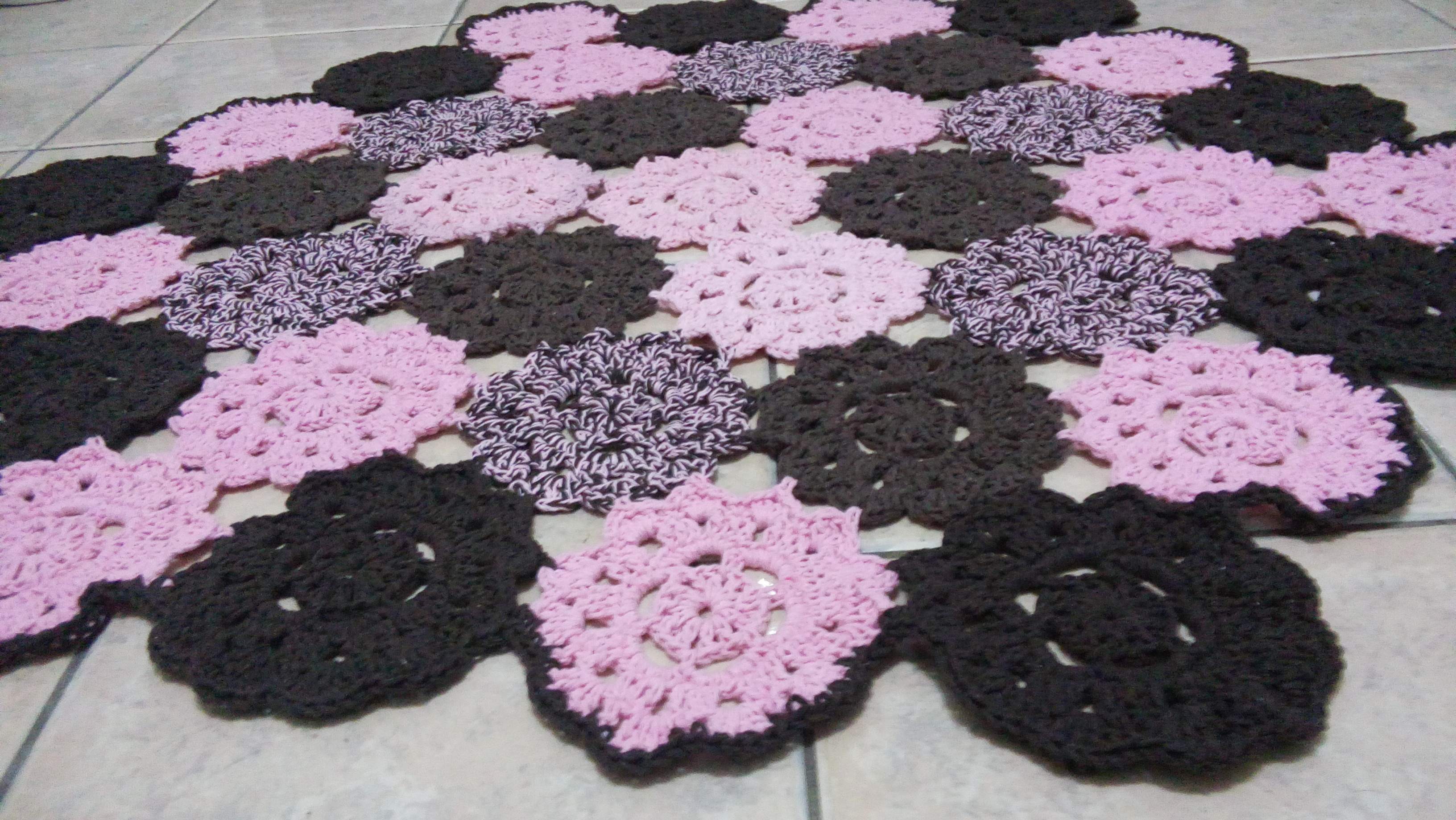 Tapete de barbante redondo by formiguinhas arteiras elo7 for Tapete floral