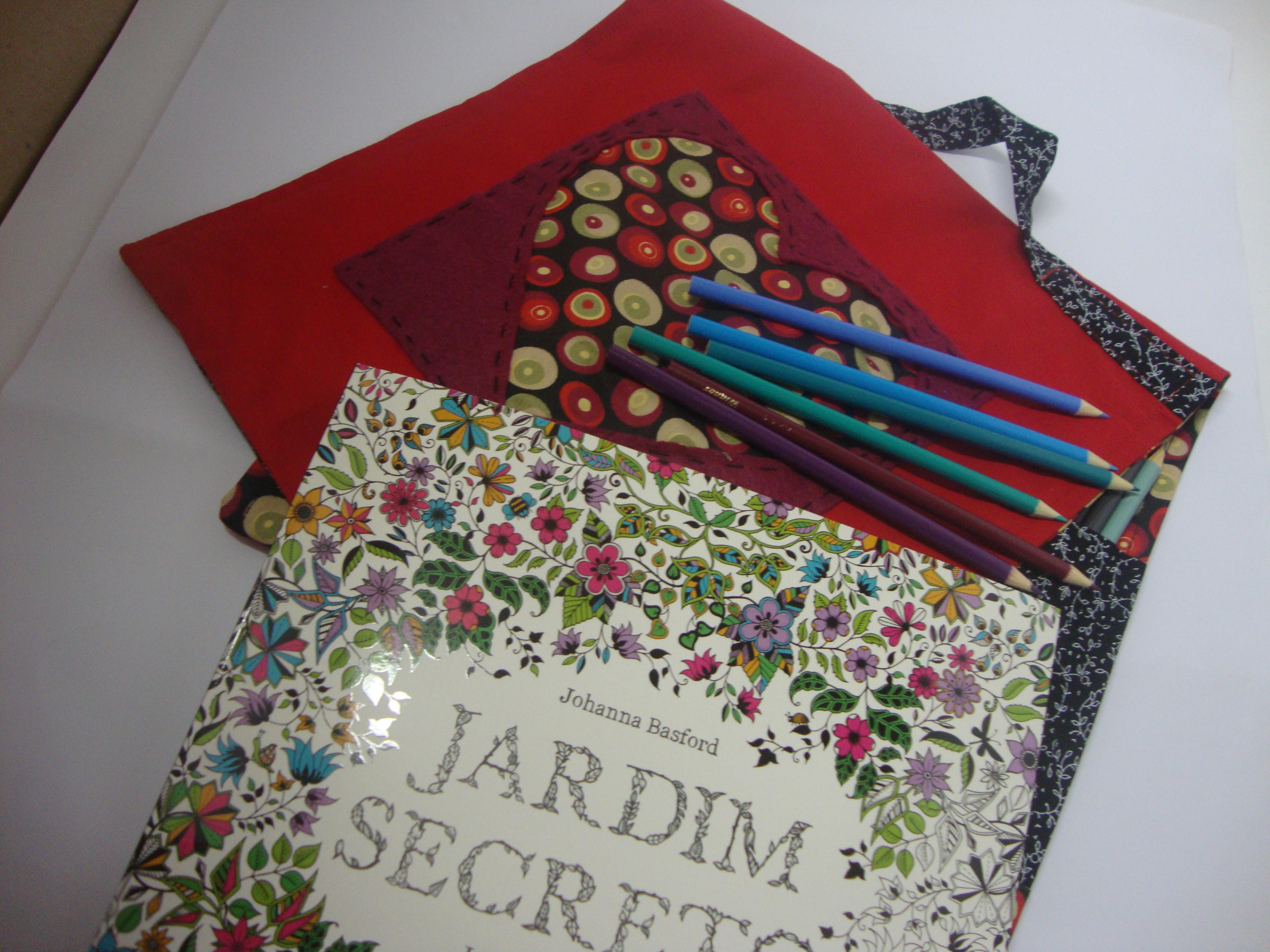 Bolsa Para Livro Recarregar O Livro Jardim Secreto : Bolsa capa livro jardim secreto minha m?e ? uma girafa