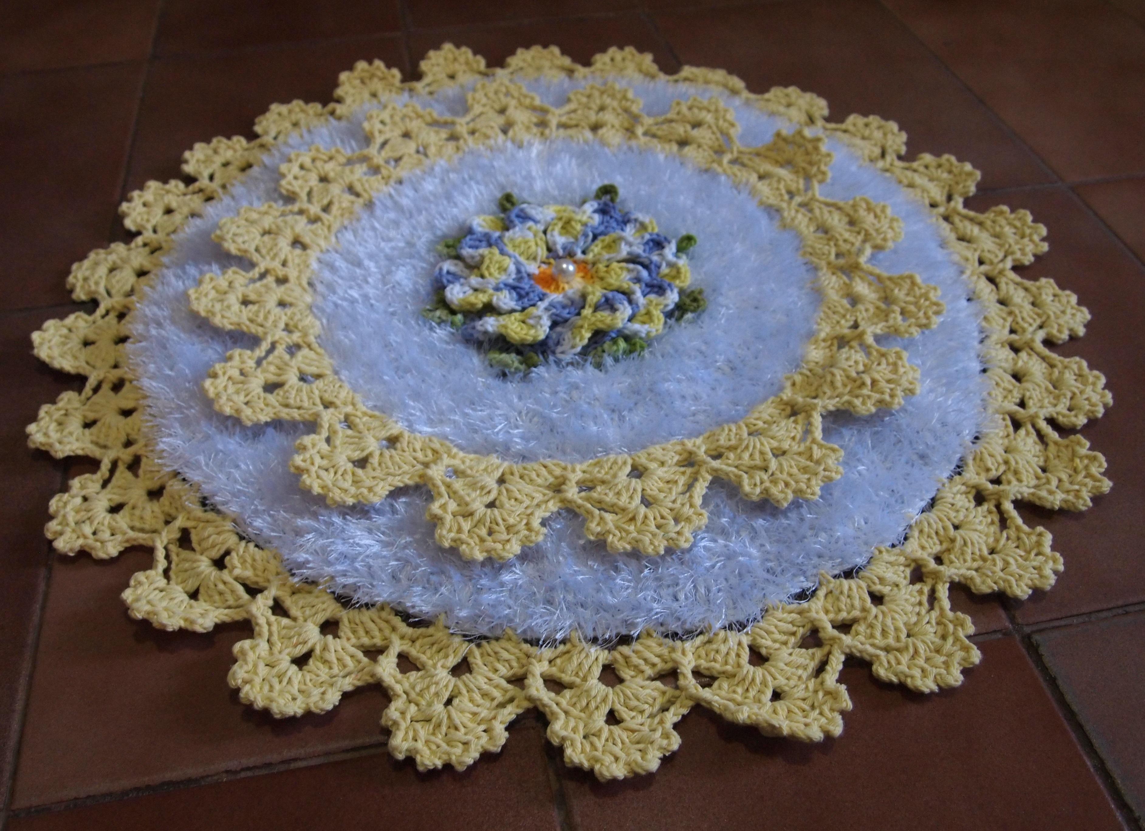 jogo de banheiro com flor dalia croche jogo de banheiro com flor dalia  #3C568F 3769x2737 Banheiro Amarelo Com Branco