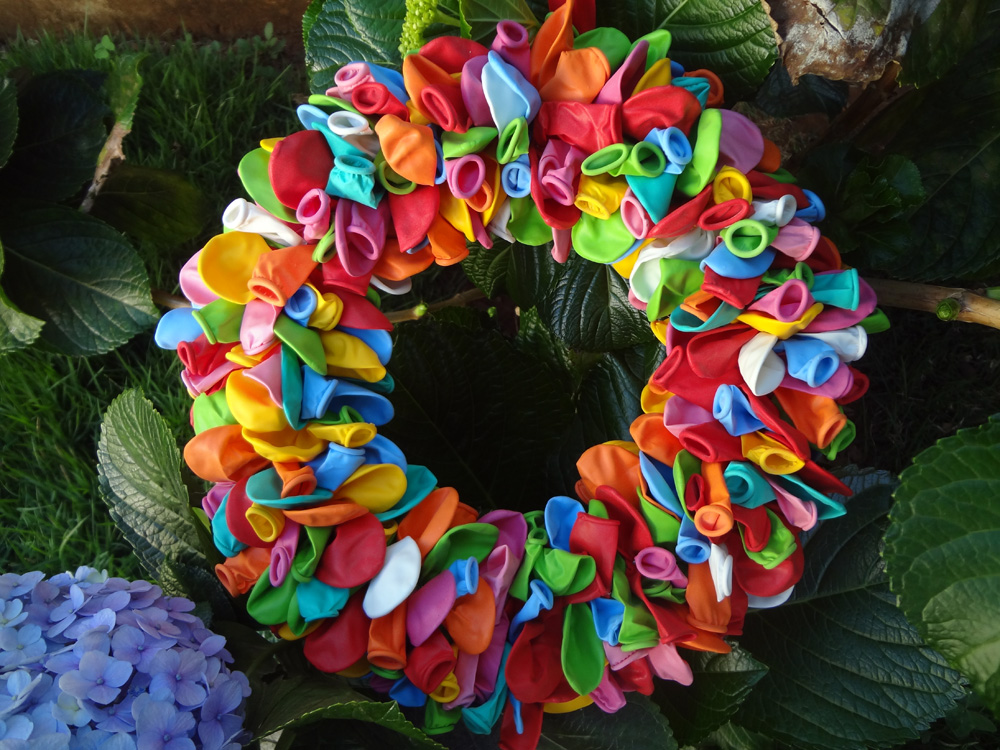 Resultado de imagem para guirlanda de natal decorada com bexigas balões