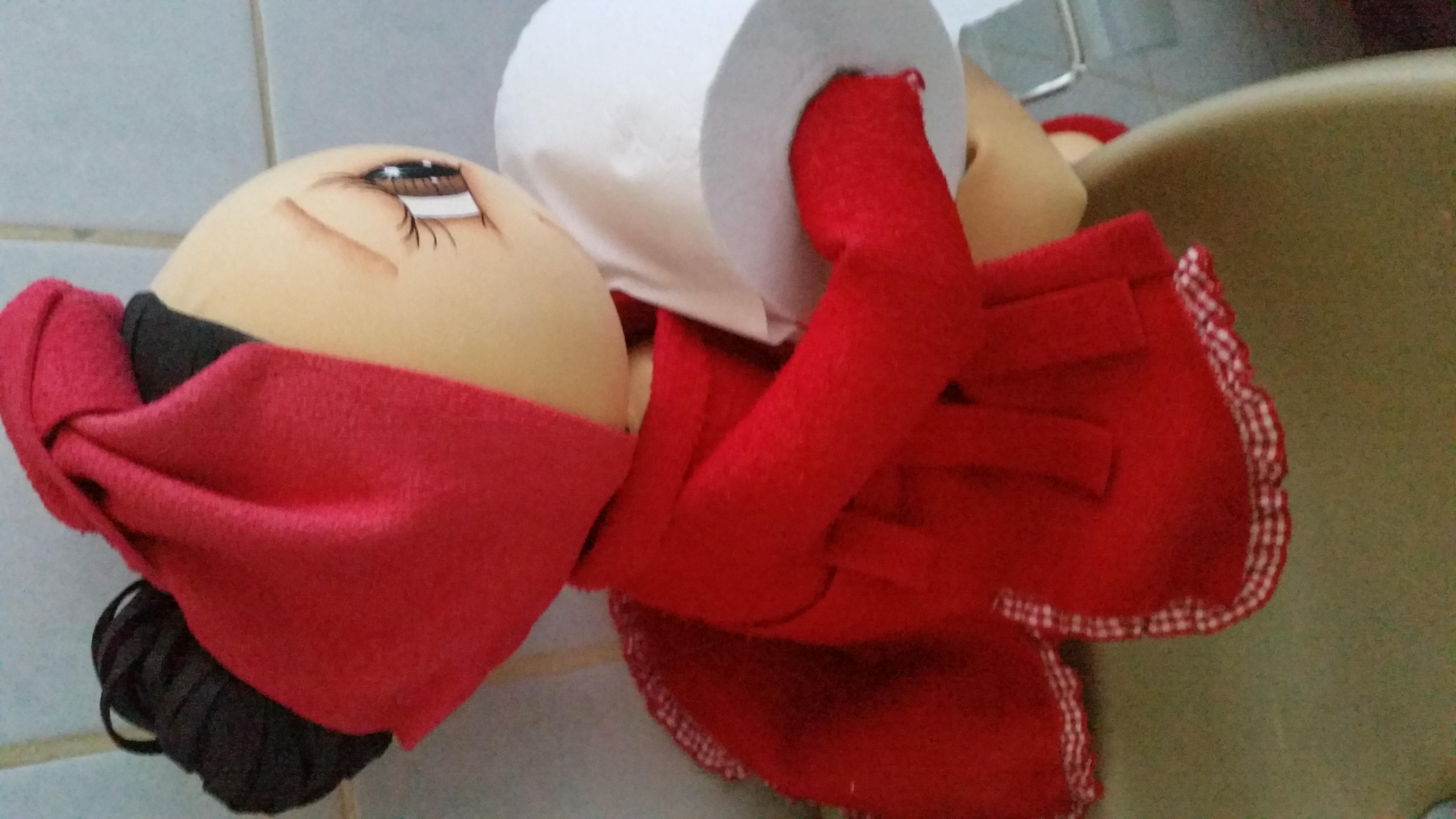 Boneca porta papel em EVA  Lana Artes em EVA  Elo7 -> Decoracao Para Porta De Banheiro Em Eva