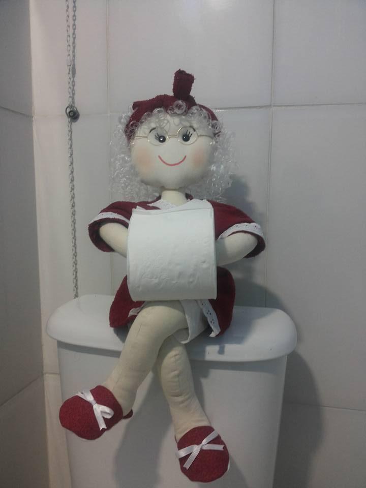 Boneca Porta Papel Higiênico  Artesanato By Mel  Elo7 -> Armario De Banheiro Com Porta Papel Higienico