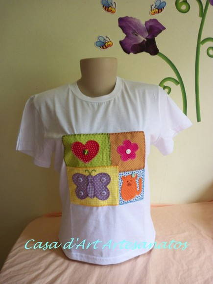 CAMISETA BABY LOOK  COM PATCHWORK