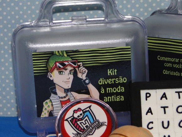 Kit divers�o � moda antiga Monster High
