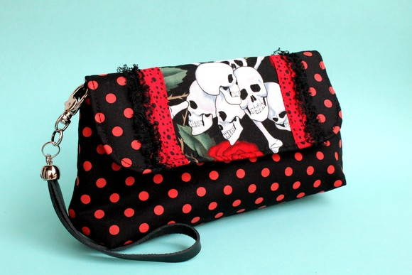 clutch happy skulls
