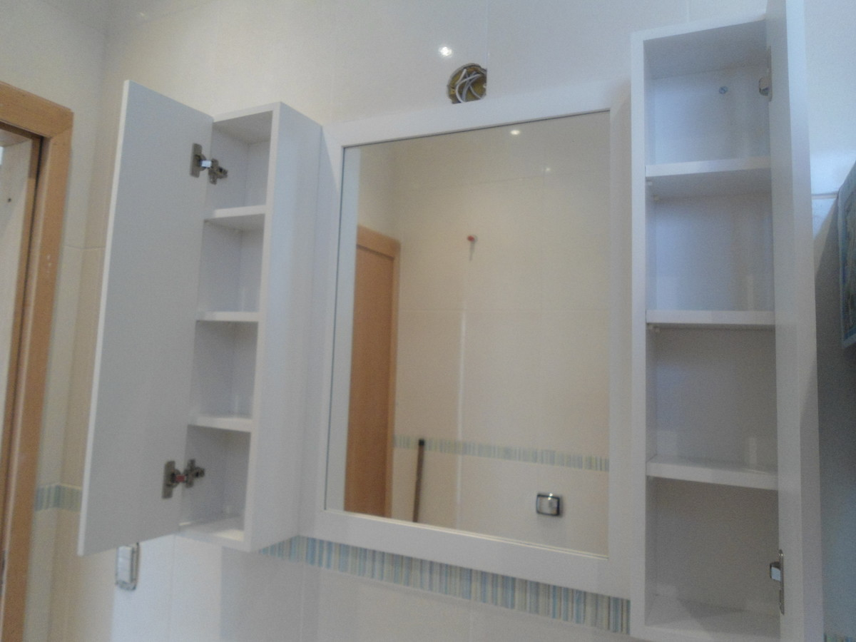 Armário Para Banheiro Cristal Com Espelho Branco Politorno Pictures  #694F39 1200 900