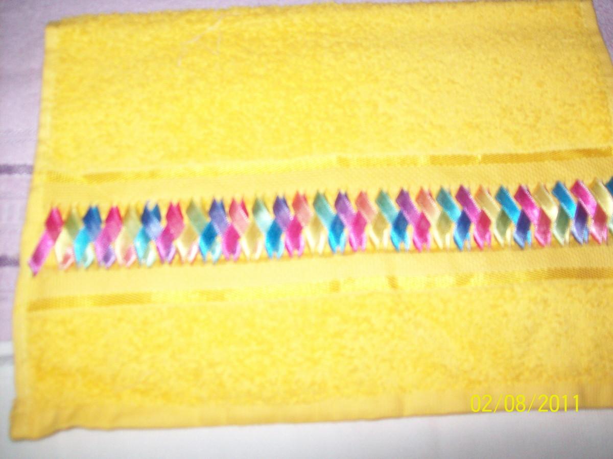 decoracao toalha lavabo:Toalha lavabo trançado em fitas