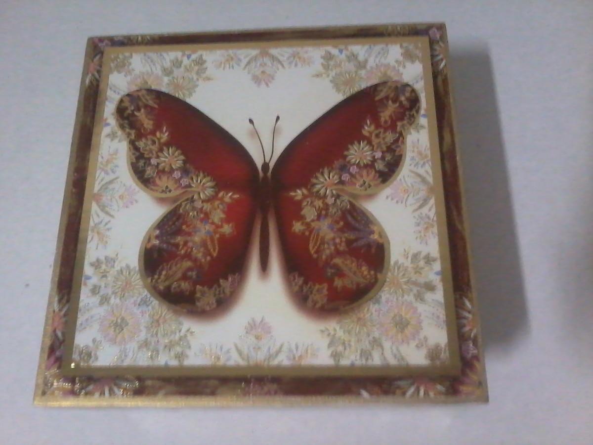 caixa de madeira decorada borboleta caixa de madeira decorada com  #633C34 1200x900