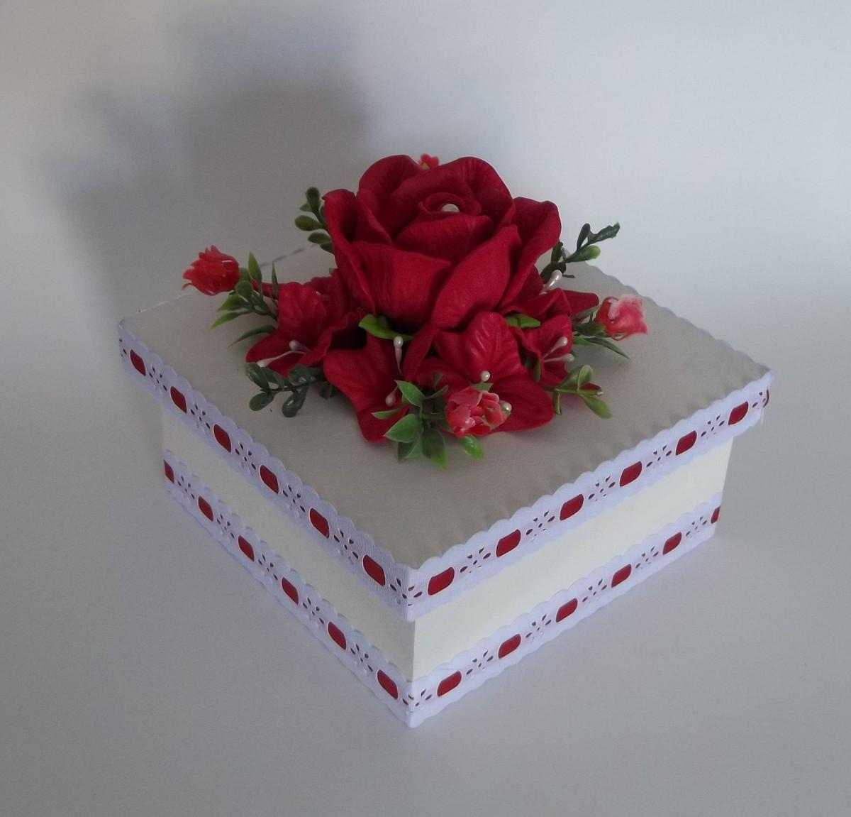 > Caixas Decoradas > Caixa em Mdf Decorada com Flores em Eva #6F1221 1200x1151