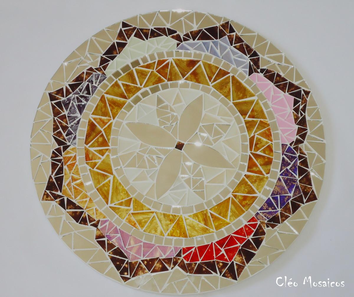 Mandala em mosaico cleo mosaicos elo7 for Cuadros mandalas feng shui decoracion mandalas