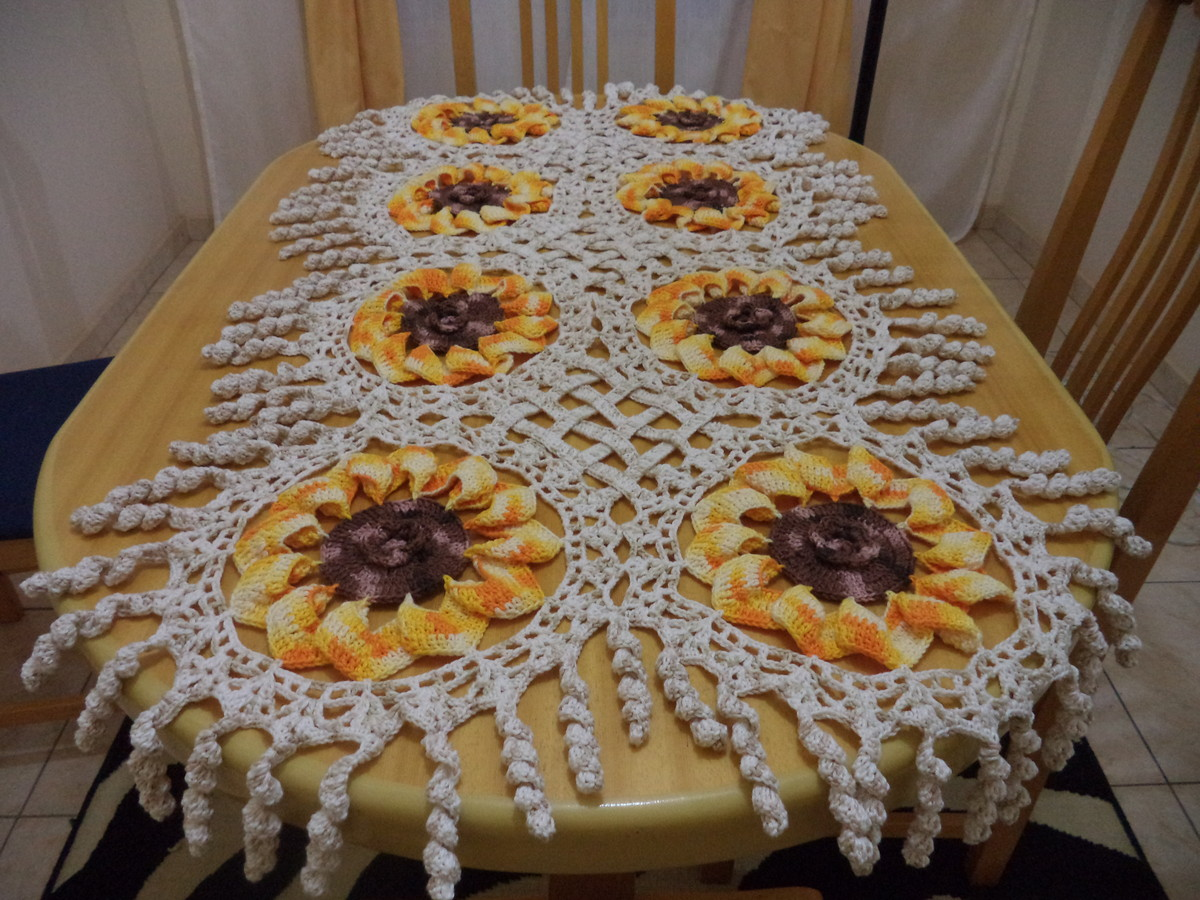 Pin caminho mesa croche barbante kamistad celebrity - Tapetes para mesa ...