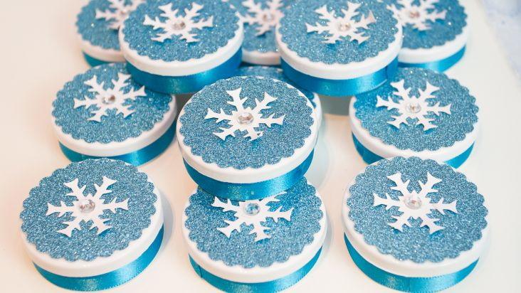 Adesivo Símbolo Da Paz Branco 20 Cm No Elo7: Latinha Frozen - Com Relevo E Glitter No Elo7