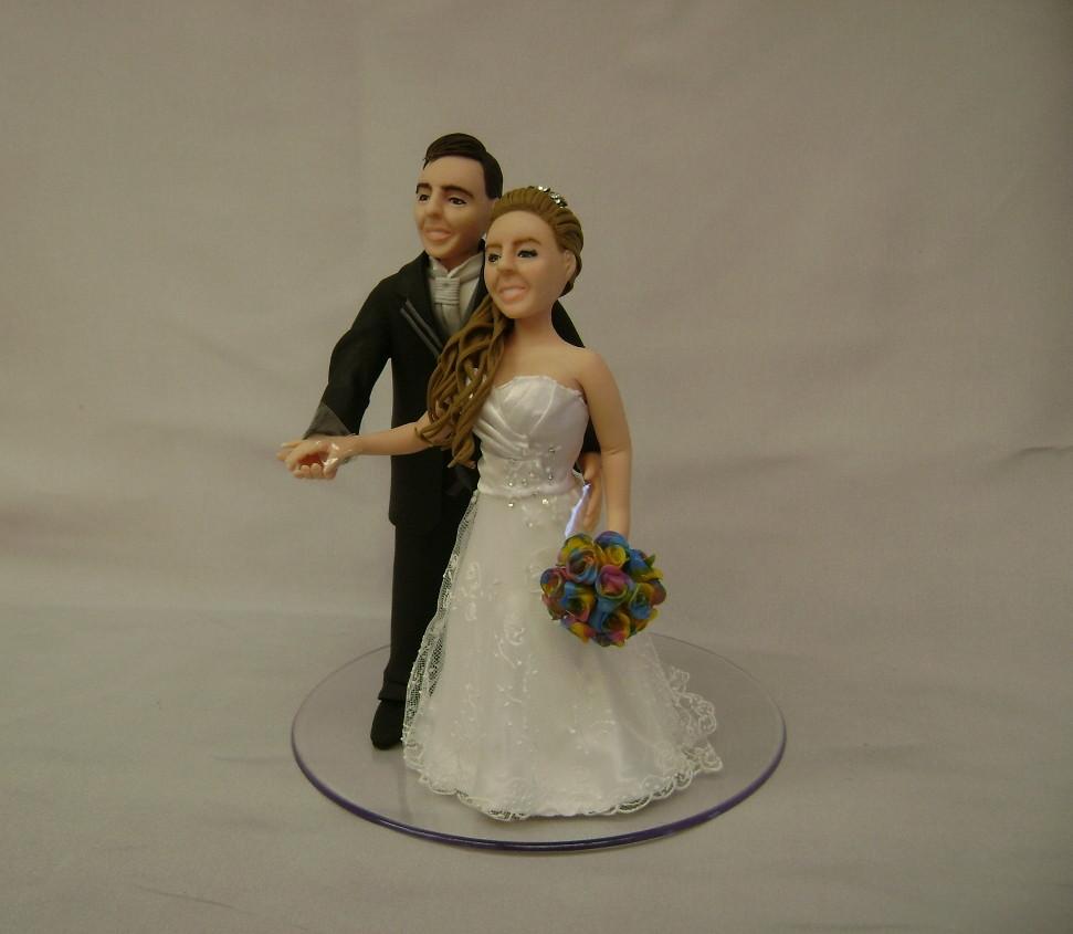 Casal De Noivinhos Em Biscuit. Topo De Bolo Personalizado R$ 65