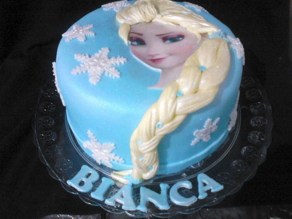 Início > Aniversário e Festas > Doces de Festa > Bolo Elsa Frozen