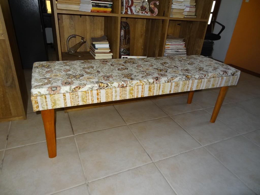 Banco Em Madeira Com Estofado Branco Tipo Sala De Estar E Jantar Tipo  #63421F 1024x768