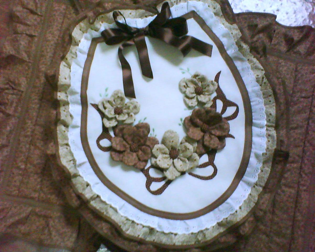 tecido kit banheiro marrom e bege com flores t banheiro kit banheiro  #2855A3 1200x960 Banheiro Com Vaso Bege