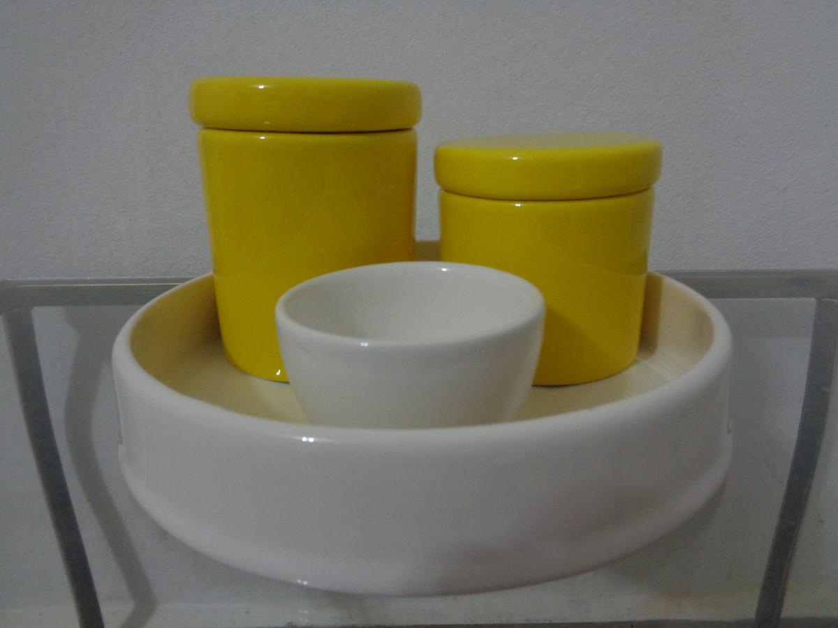 para potinhos kit higiene ceramica branco e amarelo kit banheiro kit #7B6B15 1200 900