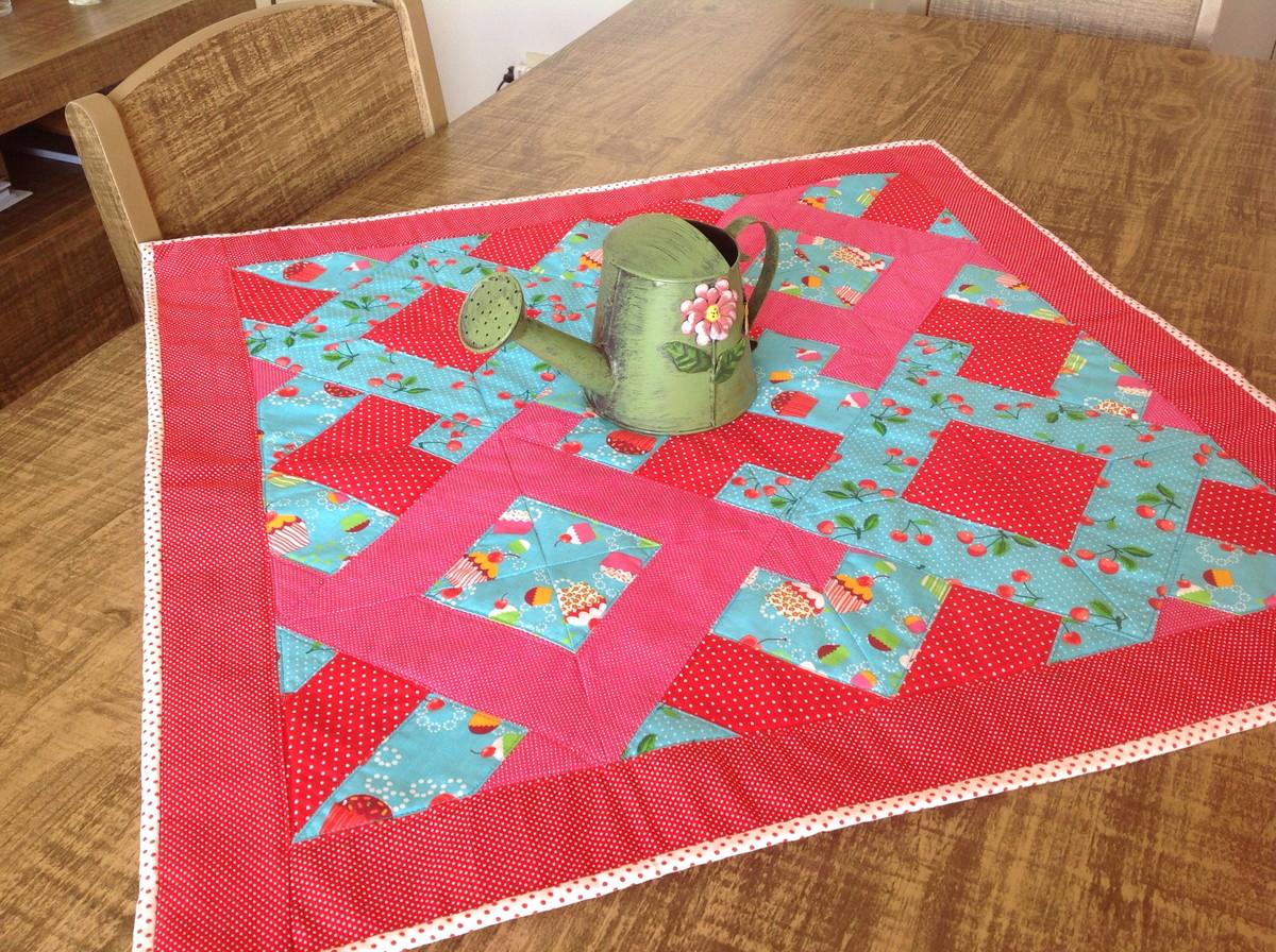 Inicio casa toalha de mesa toalha de mesa em patchwork - Casas de patchwork ...