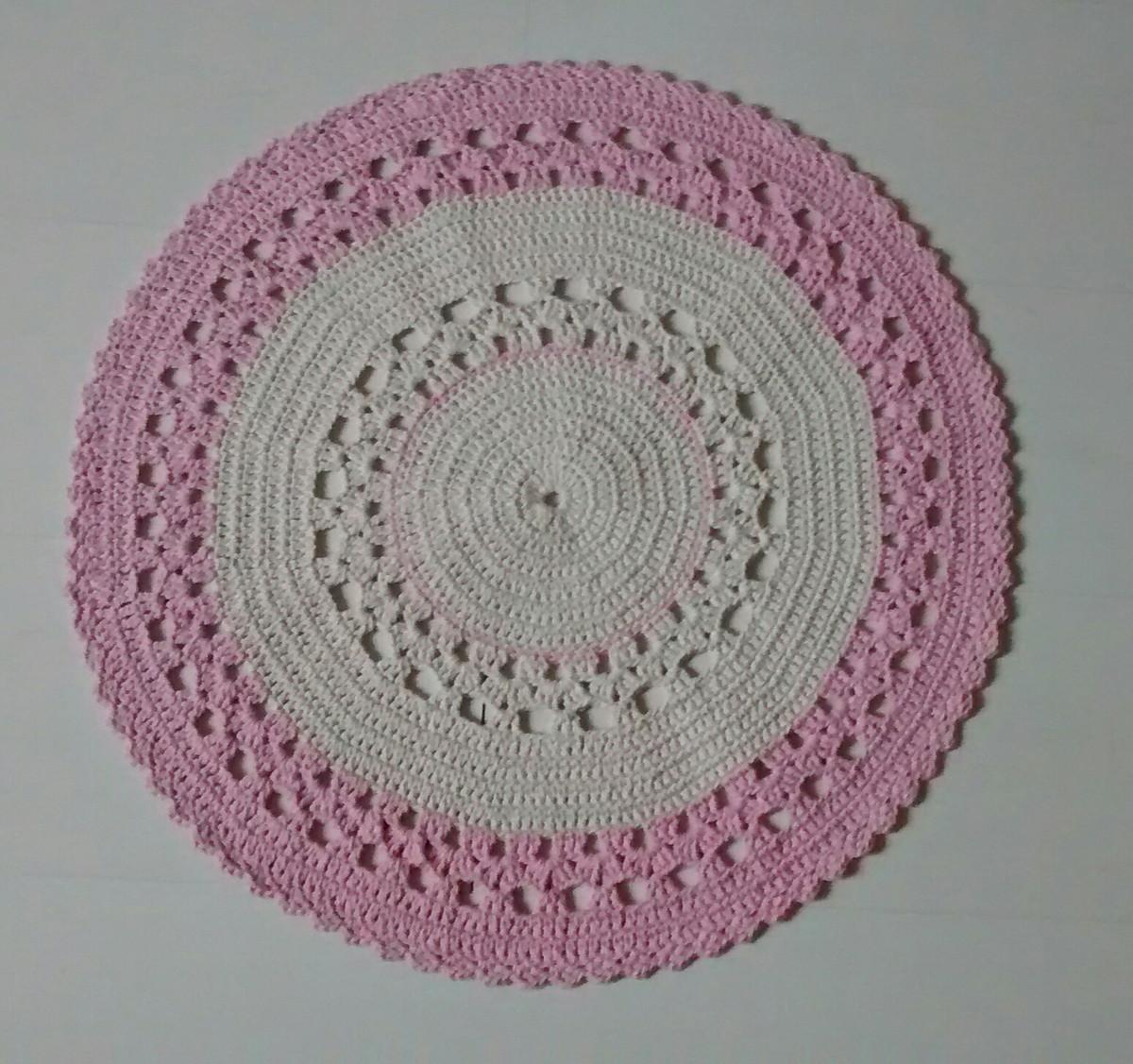 Tapete redondo cru e rosa criativo e caprichado elo7 for Rosa tapete