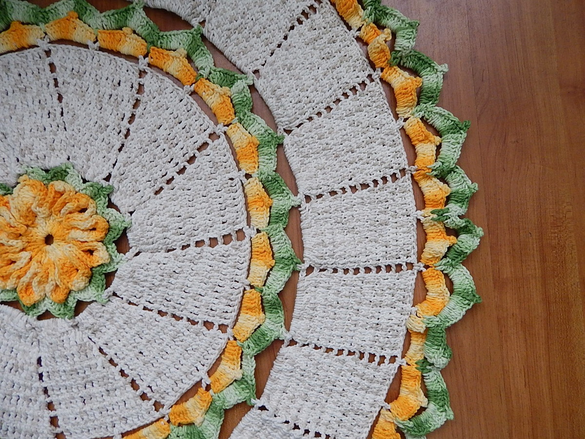 tapete redondo floral laranja al008 crochemania elo7. Black Bedroom Furniture Sets. Home Design Ideas