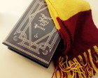 Caixa livro do Harry Potter com Cachecol