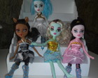 Aluguel bonecas monster high