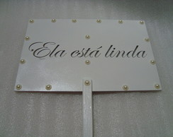 PLACA DECORADA-ELA ESTÁ LINDA.