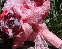 BOUQUET VINTAGE DE BROCHES E PEÔNIAS