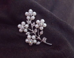 Broche com Strass e Mini Pérolas