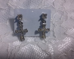 Brinco strass crucifixo( rhodium)