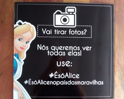 Placa decorativa Hashtag da Festa Alice