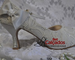 Sapato renda off white gotas strass