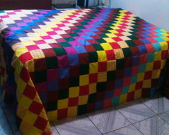 colcha de patchwork colorida.