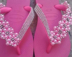 Chinelo decorado com manta de pérolas