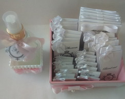 Kit toilette mini com iniciais.