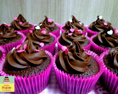 cupcake com ganache de chocolate doces